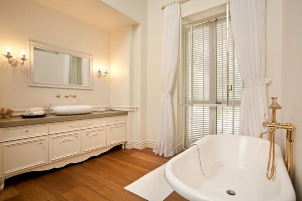 La-Provence-bathroom-suite